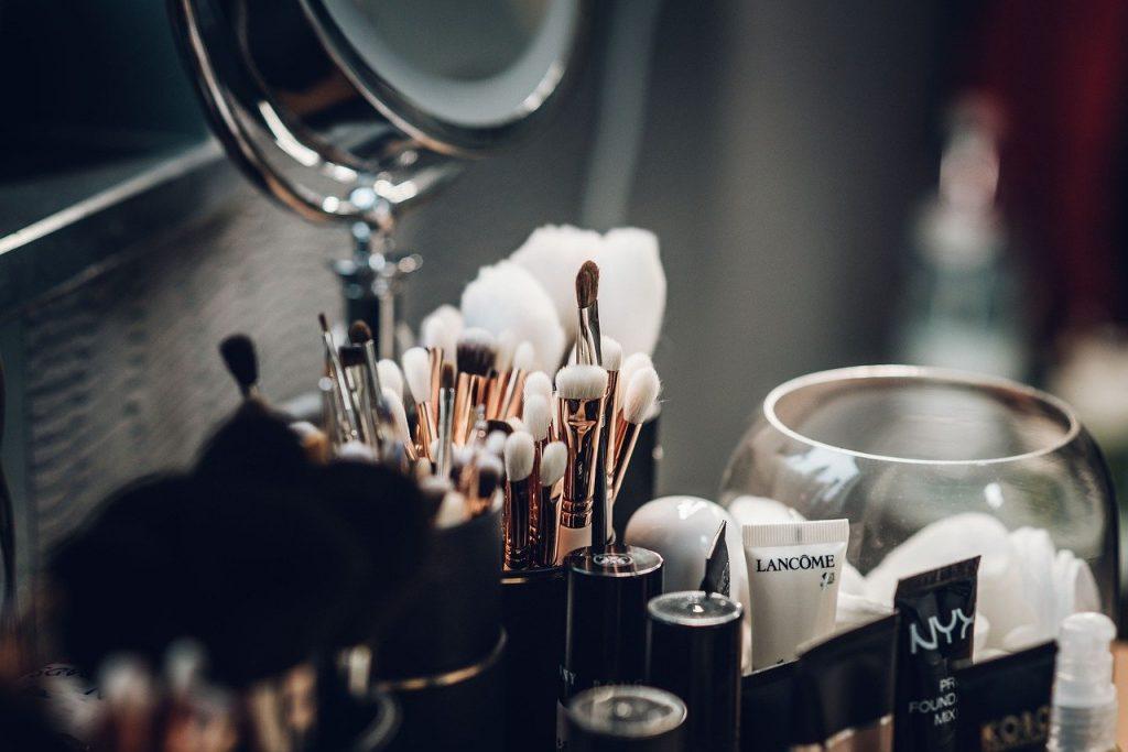 Batasi penggunaan make-up