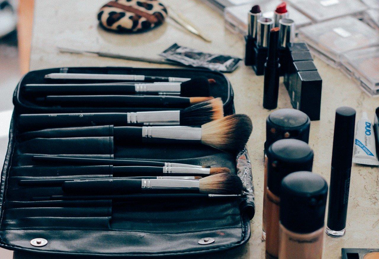 make-up khusus wanita